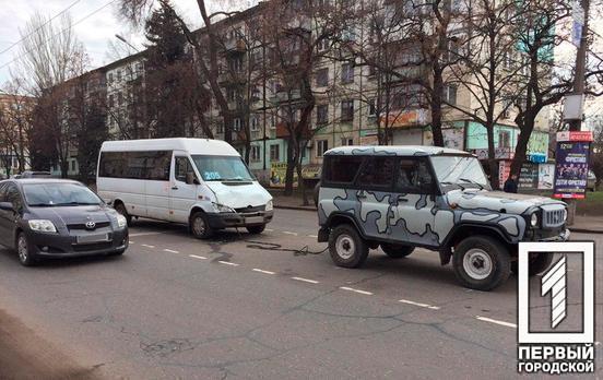 В Кривом Роге столкнулись маршрутка и внедорожник