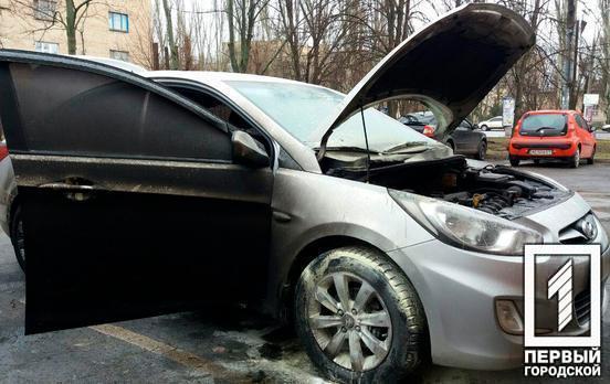 В Кривом Роге подожгли машину депутату горсовета Антону Петрухину