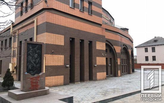 В Кривом Роге вандалы разрисовали краской памятник жертвам Холокоста