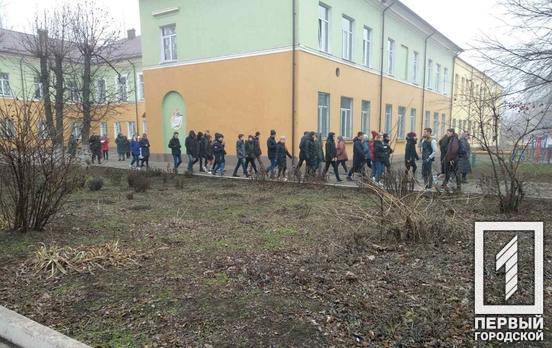 В Кривом Роге эвакуировали детей из школы из-за того, что кто-то распылил газовый баллончик