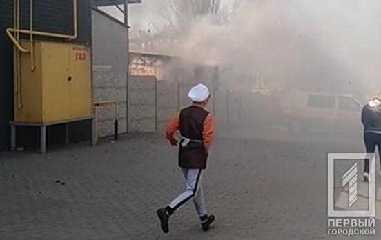 В Кривом Роге загорелся мусор и трава возле супермаркета