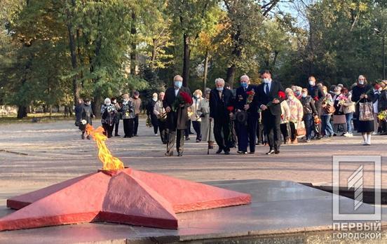 В Кривом Роге возложили цветы в честь освобождения Украины от нацистских захватчиков